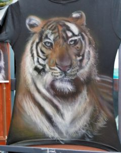 Tigre peinture sur teeshirt