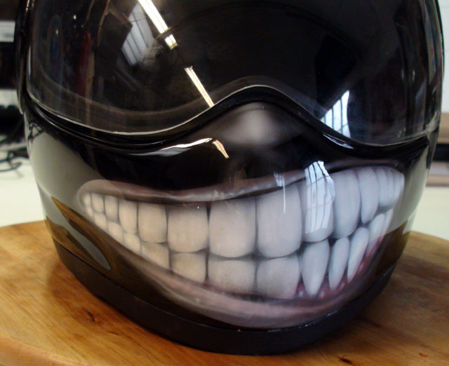 Casque le sourire airbrush speed painting Skull Roof Helmet