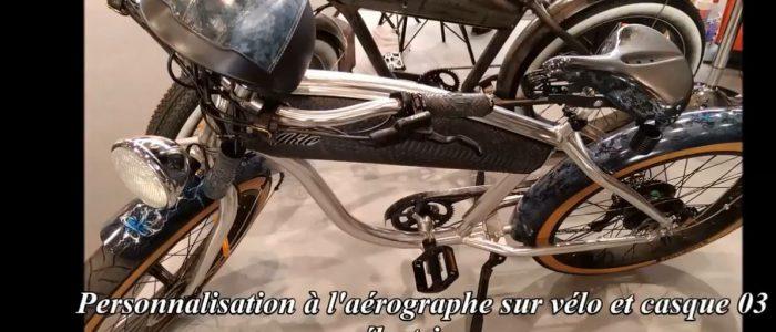 Vélo électrique plus casque peinture aérographe