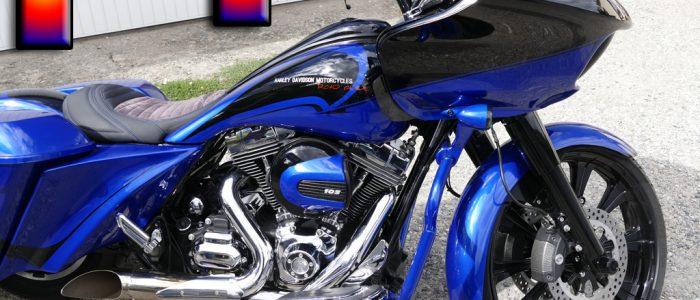 peinture aérographe sur moto Harley Bandes bleues et noir tête de morts plus logos Harley