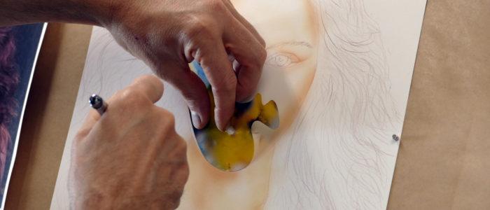 Apprendre à faire un Portrait de femme à l'aérographe avec pochoirs